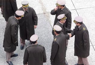 Ocho generales en actividad  visitaron a ex represor preso